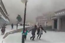 นาทีแผ่นดินไหวภูเขาถล่มที่ทิเบตคร่า 25 ชีวิต คนกรีดร้องหนีตายอลหม่าน!!