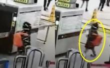 เด็กน้อยไม่ได้สแกนกระเป๋า จึงเดินกลับไปทำแบบนี้ก่อนเข้าสถานี จนได้ใจชาวเน็ต! (คลิป)