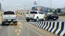 ชนรถวิ่งมาทางตรงเต็มๆ จะเข้าทางหลักเพื่อย้อนศรไปยูเทิร์น