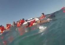 ระทึก!!เรือเอนคว่ำน้ำทะลักเข้าเรือกลางทะเล หนีตายกันอลหม่าน!!