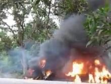 คลิปย่างสดสยอง 2 ศพ!! รถบรรทุกน้ำมันยางระเบิด