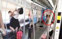 สาวสุดคลั่ง!! ทะเลาะสามี ไล่กัดหนุ่มเลือดอาบบนรถไฟฟ้า แถมแก้ผ้าโชว์อีก!! (คลิป)