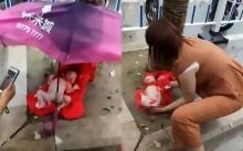 ยายโยนเด็กทารกทิ้งข้างทาง หลังลูกสาววัย 15 ของเธอ คลอดหลาน (คลิป)