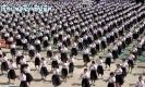อลังการงานสร้าง!! นักเรียนสตรี 1,700 คน เต้นบาสโลป อำลาครูเกษียณ