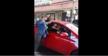 ขับรถจี้ตูดแล้วตบกัน เผยคลิปสาวเลือดร้อนซ้อนมอเตอร์ไซค์ ลงมาทำร้ายร่างกาย สาวขับรถยนต์