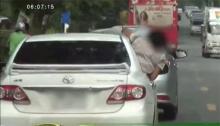 วัยรุ่นคึกคะนองขับรถหวาดเสียว ยื่นหัวออกจากตัวรถ