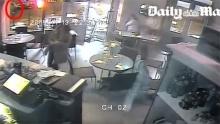 เปิดคลิปนาทีคนร้ายบุกยิงร้านอาหารกลางกรุงปารีส..หนีตายอลหม่าน