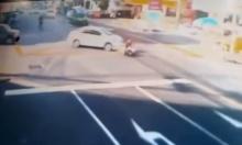 เก๋งเลี้ยวไม่ดูว่ามีมอเตอร์ไซค์อยู่ด้านหน้า ชนทับร่างติดใต้ท้องรถ