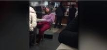 โอ้แม่จ้าว!! สาวคนนี้นั่งเกาในร้านแมคจนเคลิ้ม