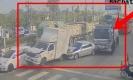 วินาที..รถสิบล้อเบรคไม่อยู่ชนแหลก โชคดีไม่มีคนเจ็บ!!