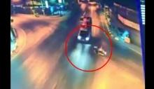 คลิปอุบัติเหตุ จักรยานยนต์ ชน กระบะ จังๆ ที่สันป่าตอง