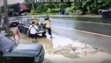 ใช้ชีวิตอยู่บนท้องถนน อันตรายเกิดขึ้นได้ทุกเมื่อ ฝนตกถนนลื่น ระวังจะเป็นแบบนี้