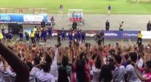 ชมคลิปประทับใจ นักฟุตบอลไทยเดินเรียงแถวไหว้ขอบคุณแฟนบอลเมียนมา