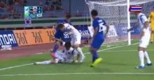 ดูชัดๆ!!คาใจแฟนบอลชาวไทย??วินาทีนักเตะเกาหลีใต้ล้มทับบอล