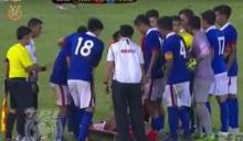 ช็อค! นักบอล 21 มาเลย์ รุมเร่งให้ กองหน้าไทยที่เจ็บออกจากสนาม