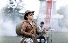 Mushroom Hunter - ความคิดถึงทะลุสายฝน feat.เล็ก Hugo (Official MV)