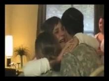 คลิปที่ดูกี่ครั้ง ก็อยากร้องไห้ เมื่อพ่อไปราชการทหารแล้วกลับมาบ้าน