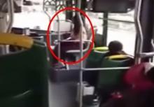 งงกันทั้งรถ!!อยู่ดีๆเธอก็แก้ผ้าเปลือยออกบนรถเมล์เฉยเลย!!?