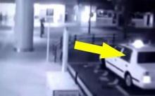 แทบช็อก!! แท็กซี่บอกว่า รับผู้โดยสารมา 2 คน แต่พอมองกระจกหลัง? ถึงกับขนหัวลุก!! (คลิป)