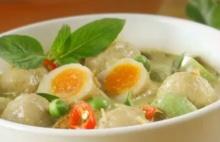 แกงเขียวหวานลูกชิ้นปลากรายไข่เค็ม