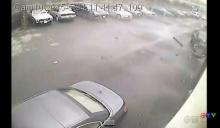 ปาฏิหาริย์!! กล้องวงจรปิดจับภาพรถยนต์ พุ่งลอยกลางอากาศชนกำแพง แต่คนขับรอด