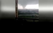 ระทึก!! คลิปที่ถ่ายโดยชาวบ้าน ตอนพายุมูจีแก พัดขึ้นฝั่งมณฑลกวางตุ้ง
