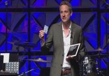 """เจ๋ง!!เล่นมายากล โดยใช้ """"iPad"""" สุดเทพ จ้องแทบตาย..แต่จับผิดไม่เจอ"""