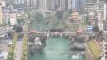 ดูวนเป็น 10 รอบ!! คลิปนาทีระเบิดสะพานข้ามแม่น้ำ แค่ 1 วินาที พังทั้งยวง
