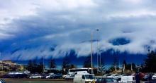 ตะลึง! สึนามิก้อนเมฆก่อตัวเป็นรูปร่างประหลาด