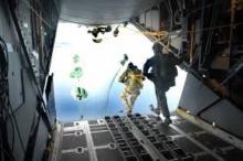 ตื่นเต้นๆ กระโดดจาเครื่องบิน ความสูง 25,000 ฟุต แบบไม่มีร่ม (คลิปตื่นตา)