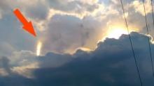 แสงประหลาด ดิ้นได้บนเมฆ ที่อเมริกา